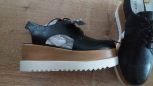 neue Schuhe mit Plateausohle
