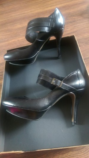 Neue Schuhe von elegance. Leder.