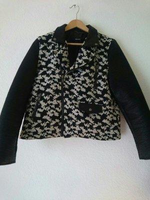 Neue schwarz weiße Jacke mit Kunstleder Ärmeln von Mango
