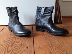 Neue schwarze Ankle Boots / Stiefel im Cowboy Stil von R. Cartillone Berlin in 37