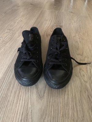Neue schwarze Converse