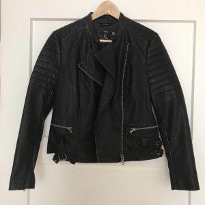 Neue schwarze Jacke