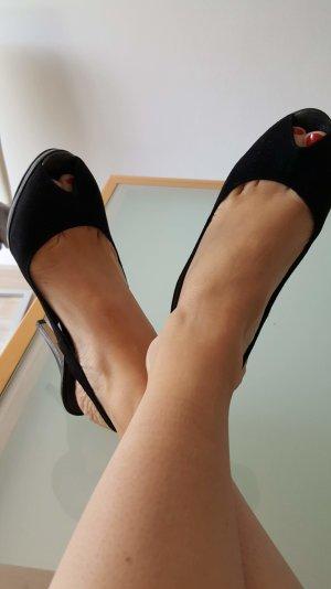 Neue schwarze Peeptoes von Tamaris
