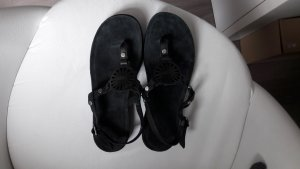 Neue schwarze Sandalen