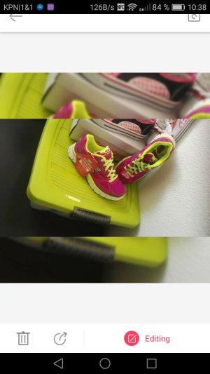 Neue Skechers