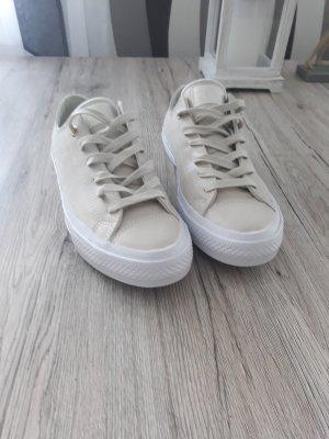 Neue Sneaker Chucks Converse