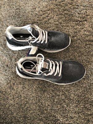Neue Sneaker von Tom Tailer