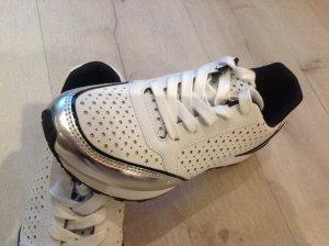 Neue Sneakers von S. Oliver