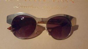 neue Sonnenbrille mit silbernem Gestell und Leobügeln