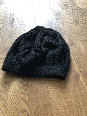 Bonnet en crochet noir