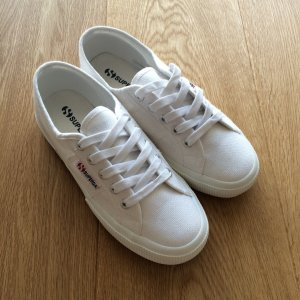 Neue Superga Sneaker in 36