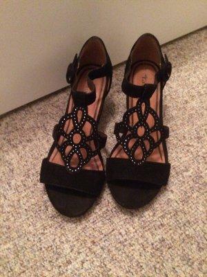 Neue Tamaris Wildleder Sandalen in schwarz