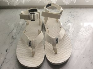 Neue Teva-Sandale in weiss, Grösse 39
