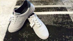 Neue Tommy Hilfiger Sneaker in grau
