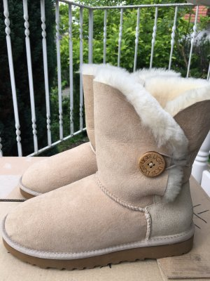 Neue UGG Boots Bailey Button Gr. 38