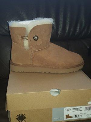 UGG Botas de nieve marrón claro