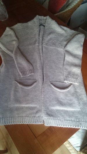 Neue und ungetragene  kuschelige Strickjacke mit Alpaca in Größe 40/42 - Neupreis 140€