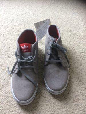 Neue ungetragene Adidas Sneaker