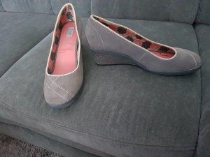 Neue, ungetragene Leder-Schuhe von Keds mit Keilabsatz