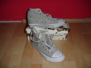 Neue ungetragene Sneaker, art Converse