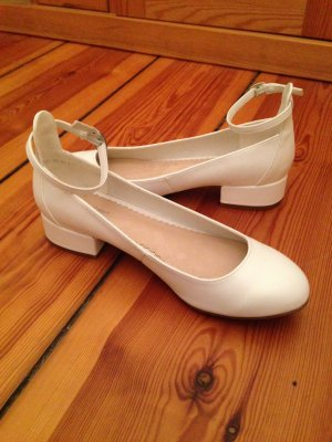 Neue weiße Schuhe