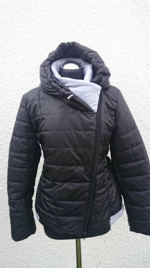 Neue Winterjacke in schwarz