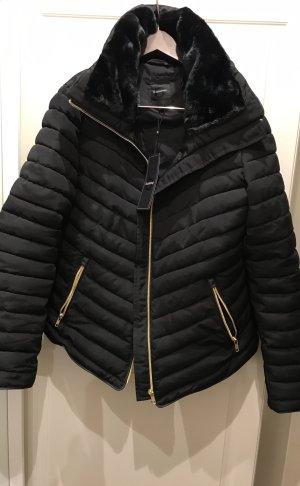 Neue Winterjacke tailliert mit Kunstfell schwarz mit Golddetails