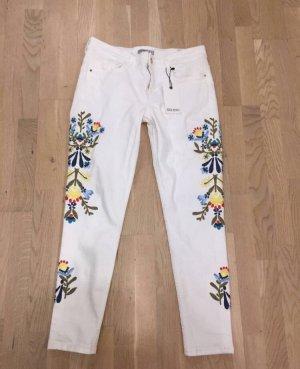 Neue Zara Jeans mit Blumenprint