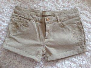 Neue Zara Shorts in Beige, Größe 40, mit Blumen Stickerei