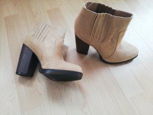 Zara Stivaletto slip-on beige