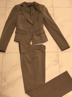 Rinascimento Traje de pantalón marrón grisáceo
