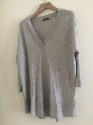 Neuer grauer Pullover von repeat mit Dreiviertel Ärmel. Größe 40 Material viskose und polyester. Neupreis 150euro