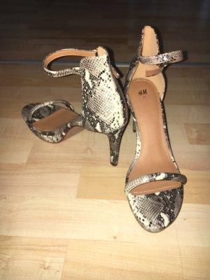 Neuer High Heel in schlangenoptik von H&M