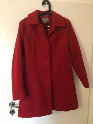 Neuer Mantel mit Etikett