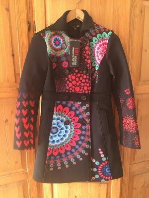 Neuer Mantel mit schönen Farben Haupt Farbe schwarz