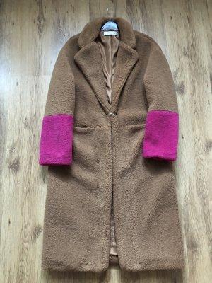 Mango Cappotto in eco pelliccia marrone chiaro-rosa