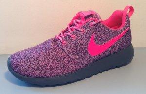 neuer Nike Rosherun Print
