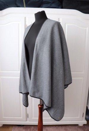 Neuer Poncho Cape von Esprit in grau aus Fleece