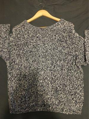 Neuer Pullover mit schönem Muster