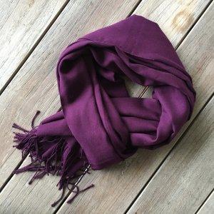 Neuer Schal in Brombeeren-Farbe