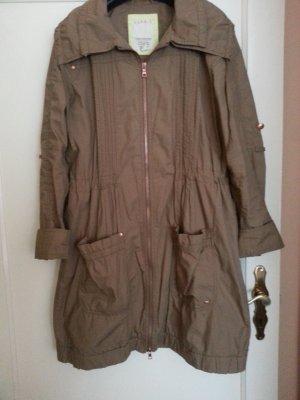 Neuer schöner Mantel