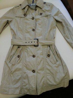 Neuer schöner Trenchcoat
