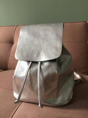 Neuer silberner Rucksack