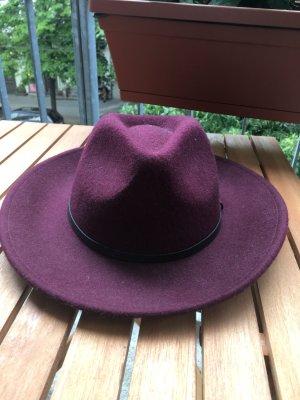 Neuer stylischer Hut in bordaux von Massimo Dutti