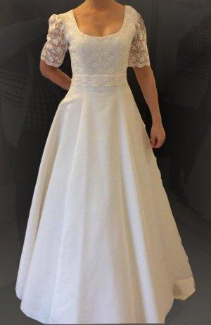 Neues Brautkleid Größe 38/36 (alle Änderungen inclusive)