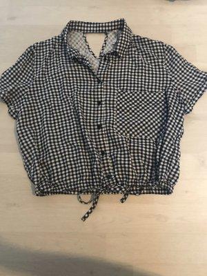 Neues, dunkelblaues, weißes, kürzer geschnittenes T-Shirt von Bershka