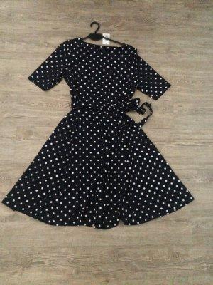 Neues gepunktetes Kleid, neu