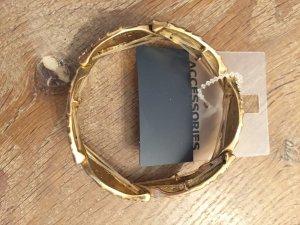 Neues, goldenes Blätterarmband