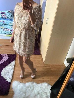 Vestido strapless color oro
