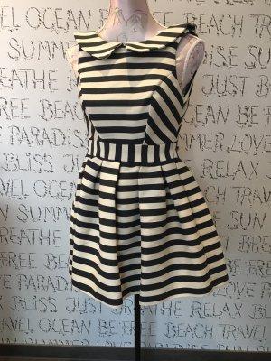 Neues Kleid aus aboutyou Werbung